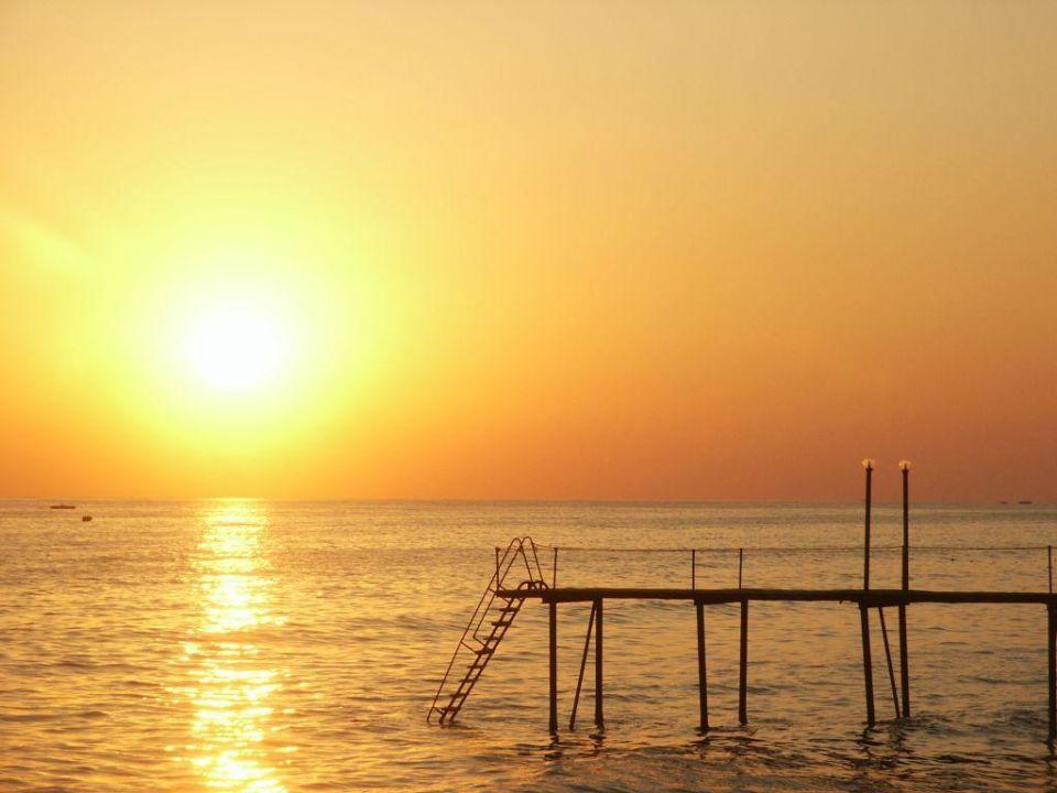 Sonnenuntergang am Strand Hotel Club Dizalya