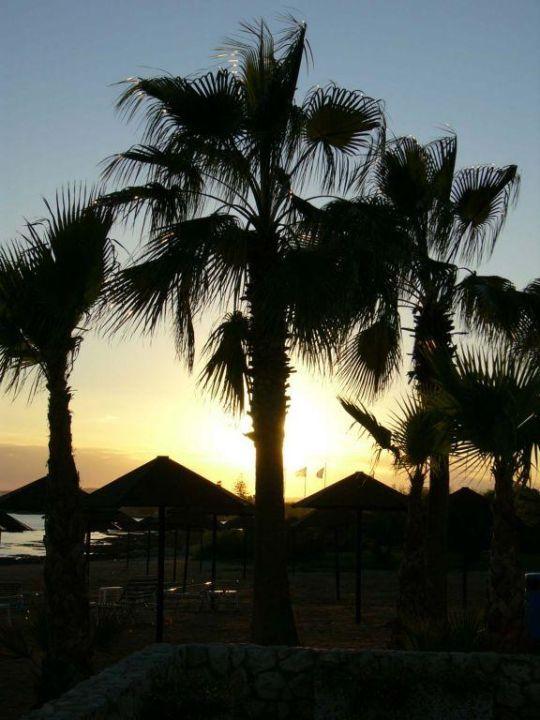 Sonnenuntergang Dome Beach Hotel & Resort