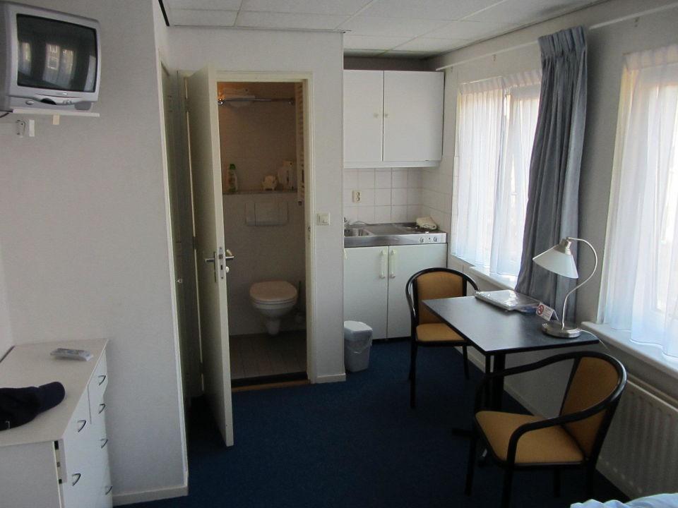 Kleine Kuche Mit Kuhlschrank Hotel Van Beelen Katwijk Aan Zee