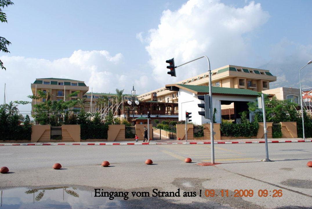 Eingang vom Strand zum Hotel Crystal De Luxe Resort & Spa
