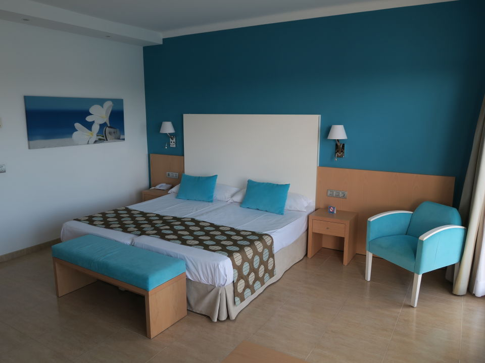 Zimmer Universal Hotel Marques