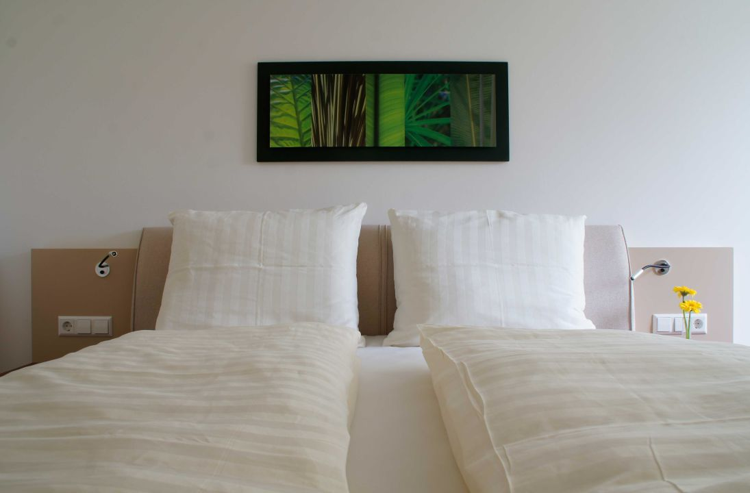 doppelzimmer mit boxspringbett hotel rebst ckle hagnau holidaycheck baden w rttemberg. Black Bedroom Furniture Sets. Home Design Ideas
