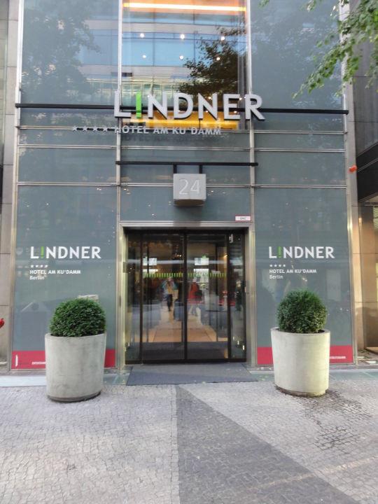 eingang lindner hotel am kudamm in berlin charlottenburg. Black Bedroom Furniture Sets. Home Design Ideas
