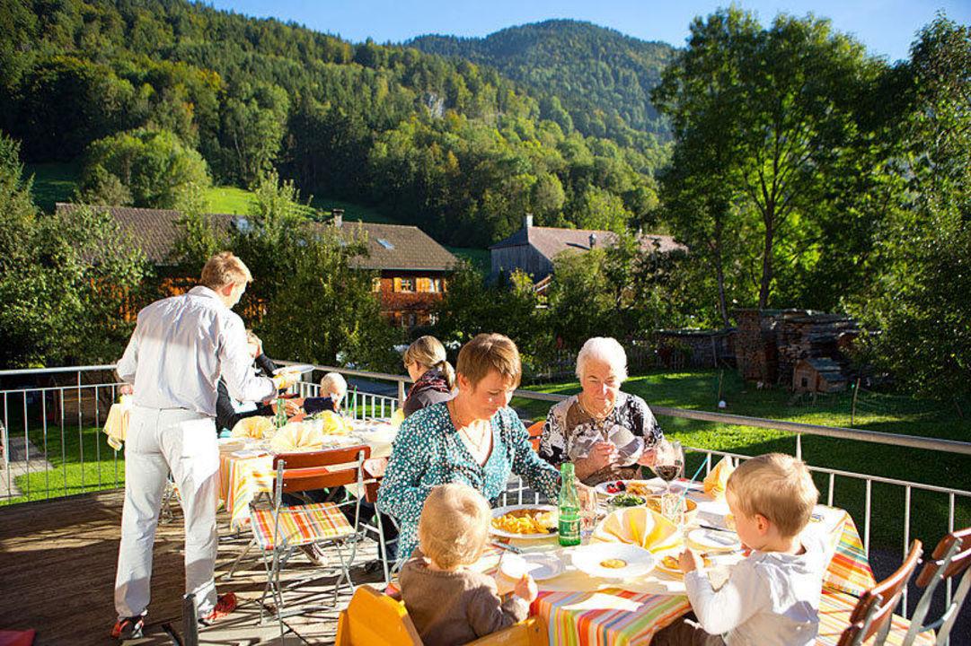 Essen auf der Terrasse die Sonnigen Hotel und Restaurant