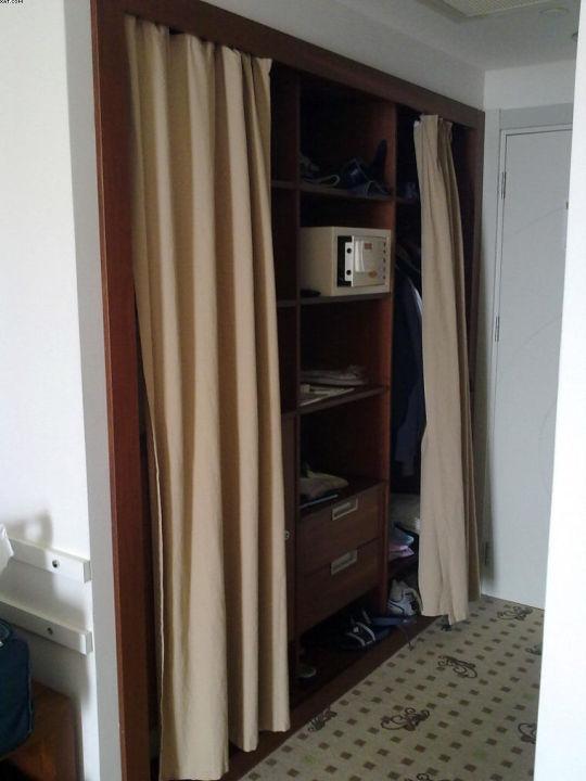 """""""Kleiderschrank ohne Tür"""" Hotel Baia Lara (Lara ..."""