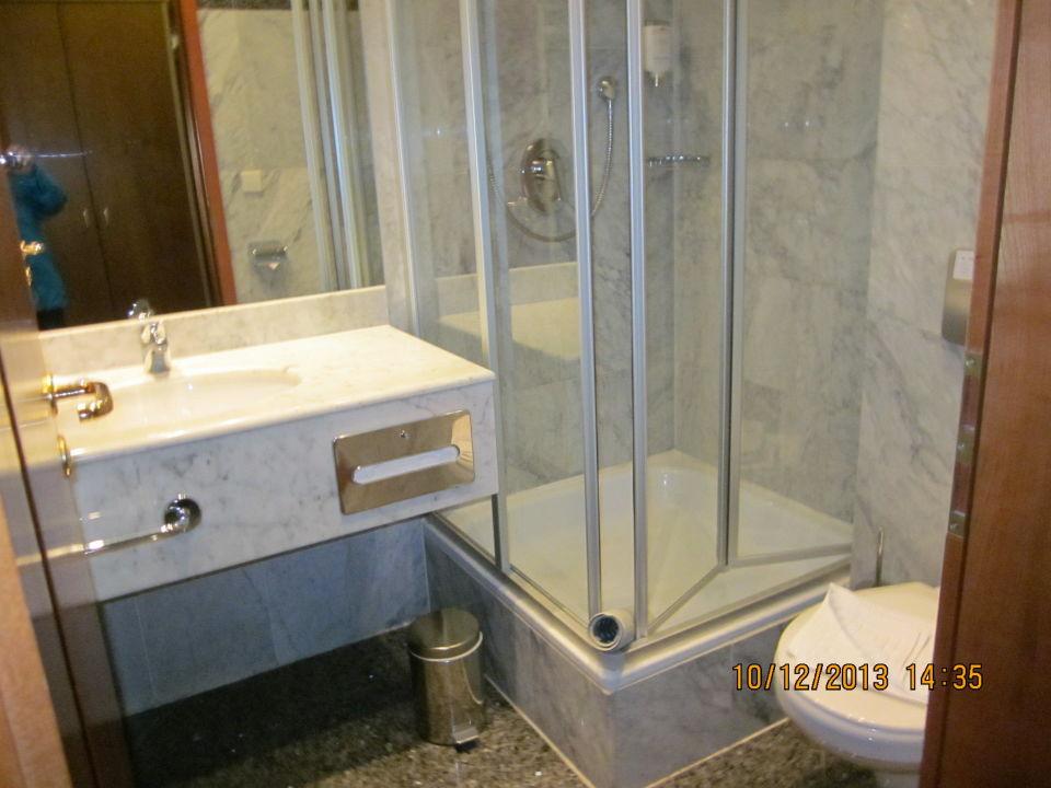 bild sch nes sauberes bad zu hotel neust dter hof in. Black Bedroom Furniture Sets. Home Design Ideas