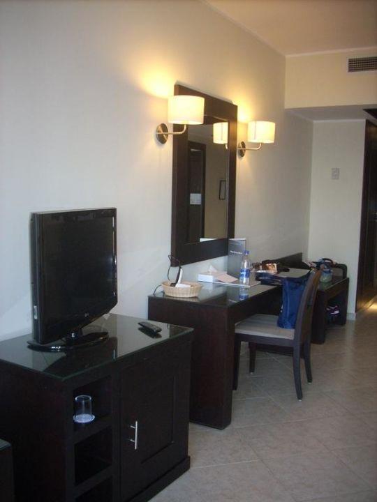 bild spr hnebel gegen die m cken zu hotel fort arabesque in makadi bay. Black Bedroom Furniture Sets. Home Design Ideas