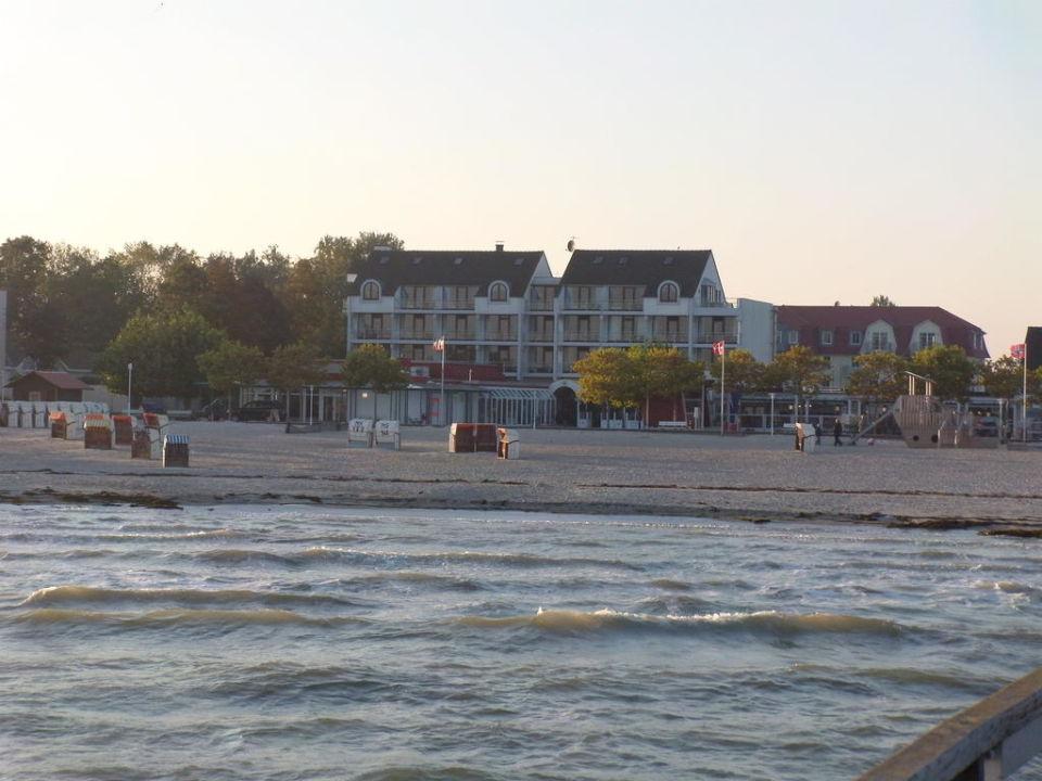 Strand mit Hintereingang zum Ostseehotel Ostsee-Hotel