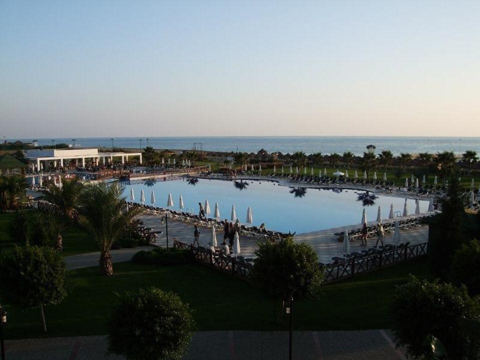 Blick von der Terrasse auf den Hauptpool Voyage Belek Golf & Spa