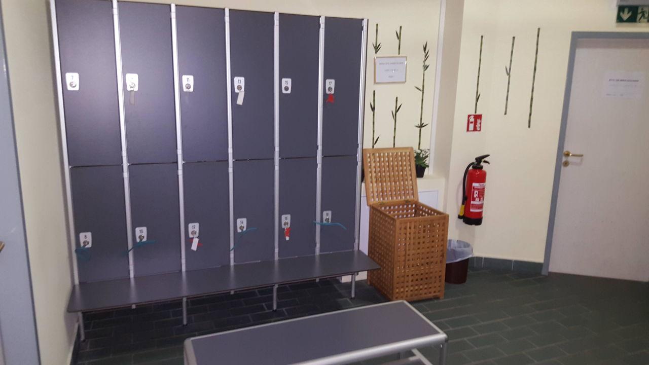 Abschließbare Schränke im Sauna und Fitnessbereich\