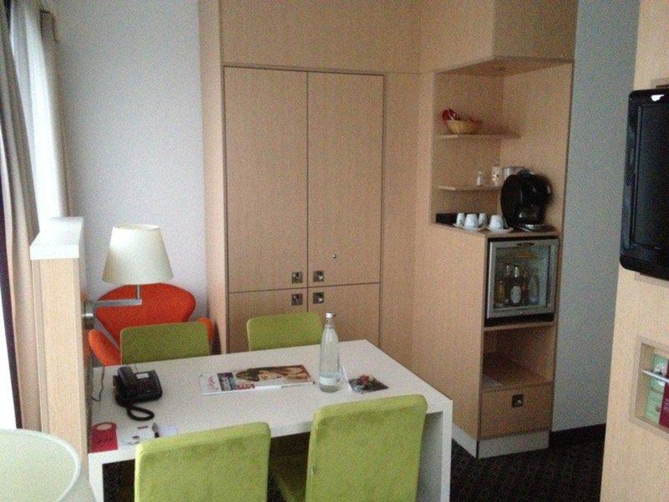 tisch minibar kaffeemaschine mercure hotel severinshof k ln city k ln holidaycheck. Black Bedroom Furniture Sets. Home Design Ideas