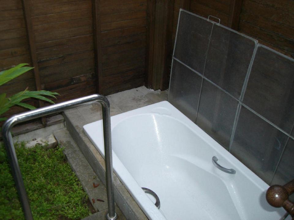 """Bild """"außen badewanne und dusche"""" zu sunset park resort & spa in ..."""