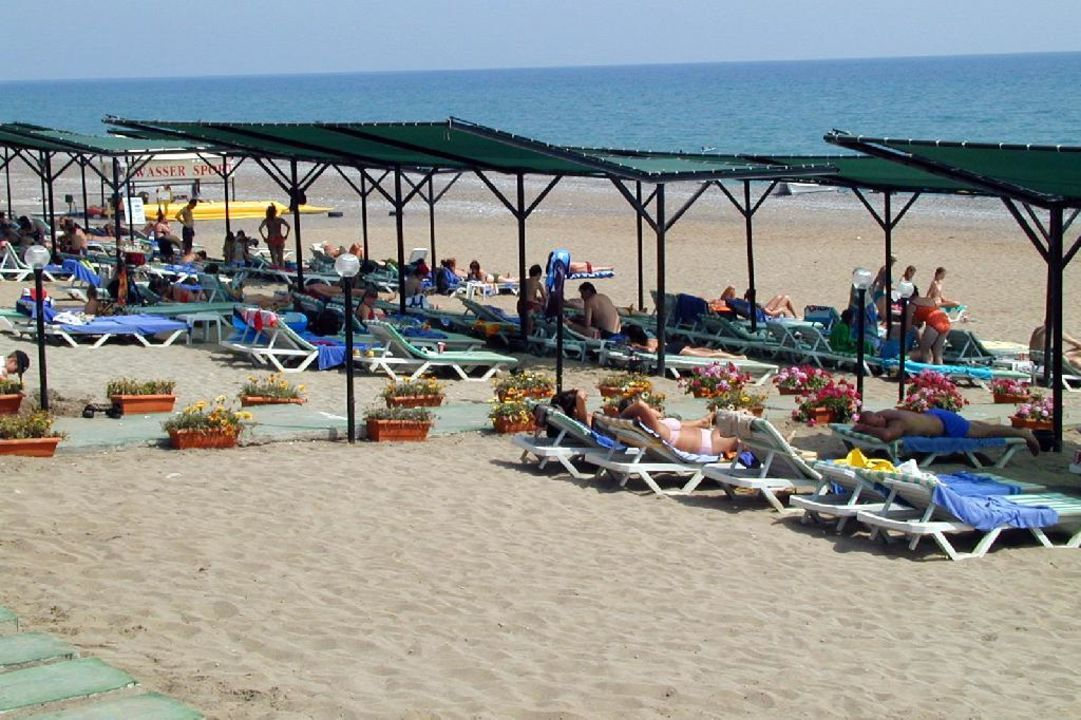 Strand Costa Holiday Club