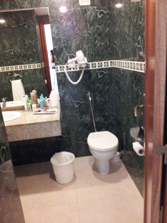 """veraltertes badezimmer,( ca. seit 1990 )"""" guayarmina princess in, Badezimmer"""