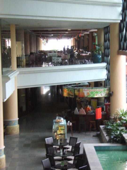 Blick von der Lobby zum Frühstücksraum sowie Hotel Long Beach Garden