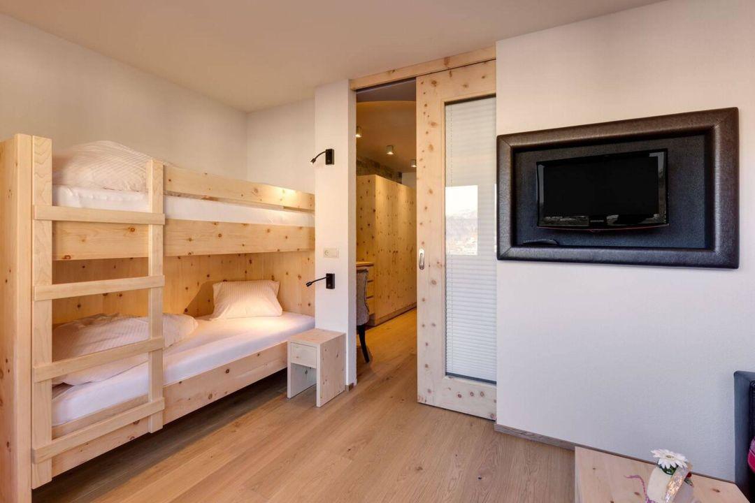 suite sch njoch zirbe stockbett hotel panorama ladis holidaycheck tirol sterreich. Black Bedroom Furniture Sets. Home Design Ideas