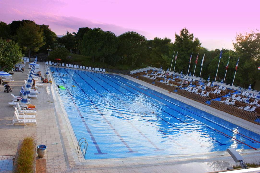 Piscina olimpica atahotel naxos beach giardini naxos for Piscina olimpica