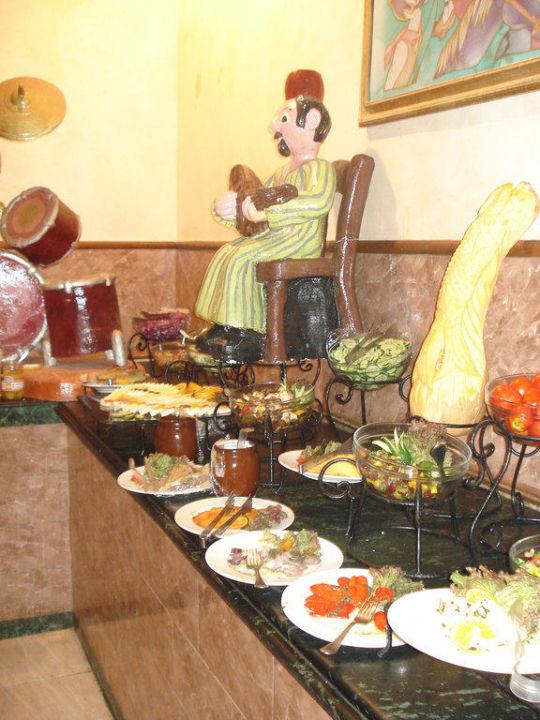 Salatbüffet im italienischen Restaurant Alf Leila Wa Leila