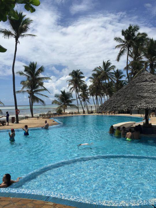 Bild piscina zu karafuu beach resort spa in pingwe for Piscina 6 x 3