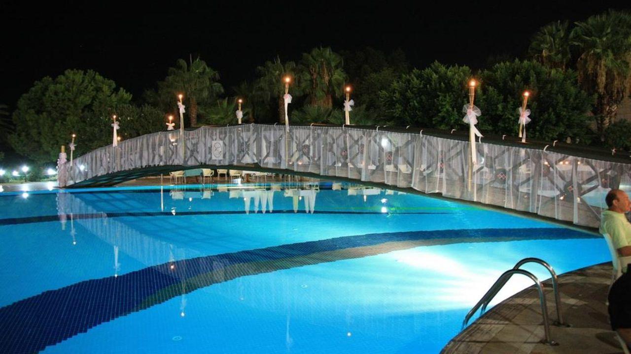 Galaabend Hotel Terrace Beach Resort