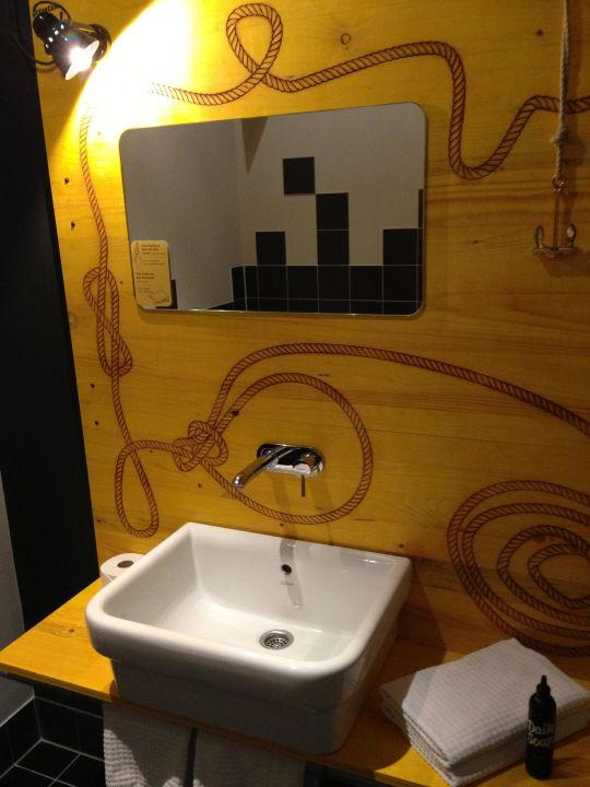 badezimmer hostel superbude st pauli hamburg. Black Bedroom Furniture Sets. Home Design Ideas