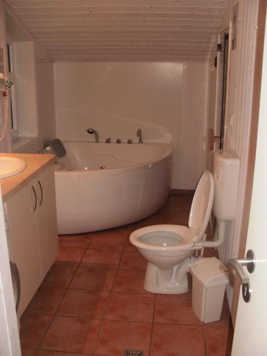"""bad mit sauna, whirlpool und waschmaschine"""" novasol ferienhausdorf, Hause ideen"""
