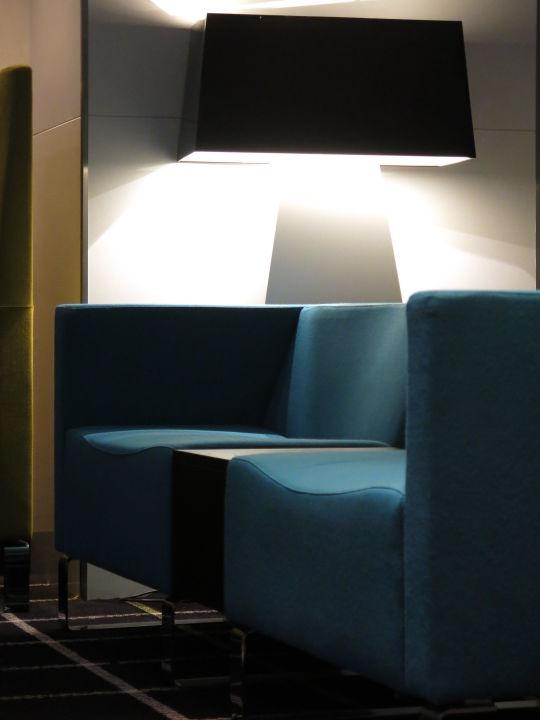 bild lampen quallen an der bar the room zu radisson. Black Bedroom Furniture Sets. Home Design Ideas