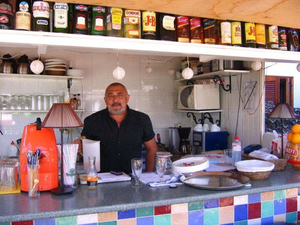 Der nette Mann an der Bar Gay Bungalows Nayra  (Vorgänger-Hotel – existiert nicht mehr)