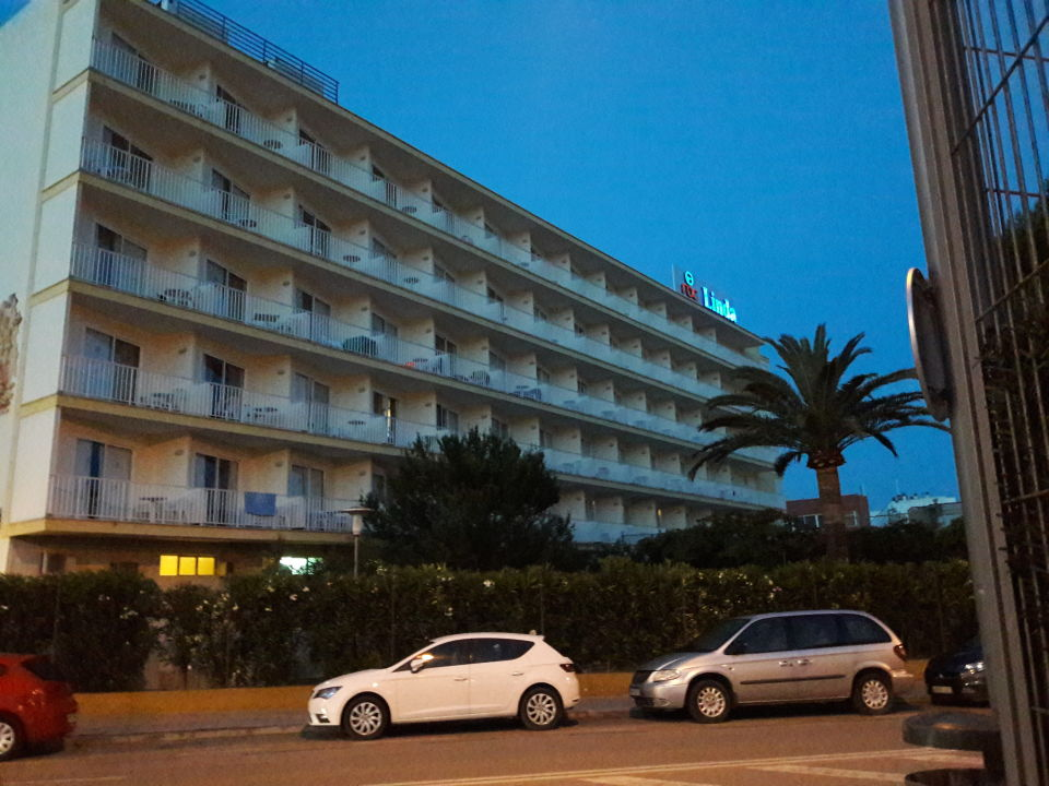Außenansicht Hotel Roc Linda
