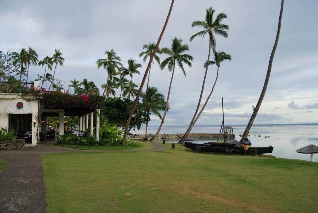 На территории отеля. Warwick Fiji Hotel