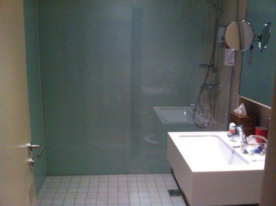 Zimmer 109 viel zu kleines Bad, nur Dusche\