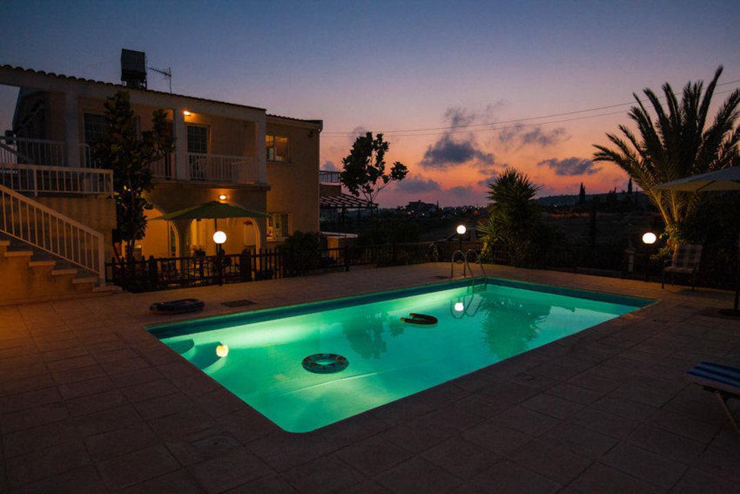 At night Villa Laona