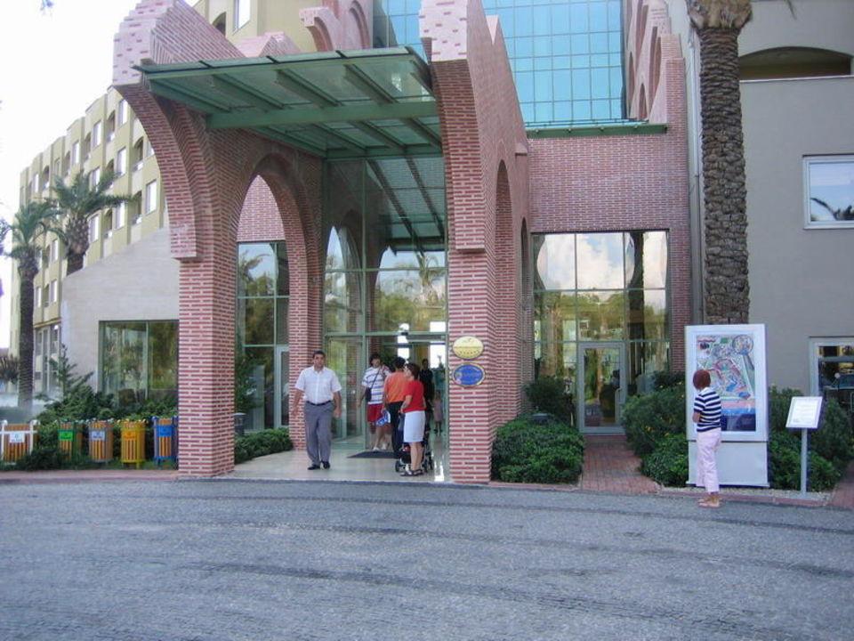 Haupteingang Hotel Silence Beach Resort