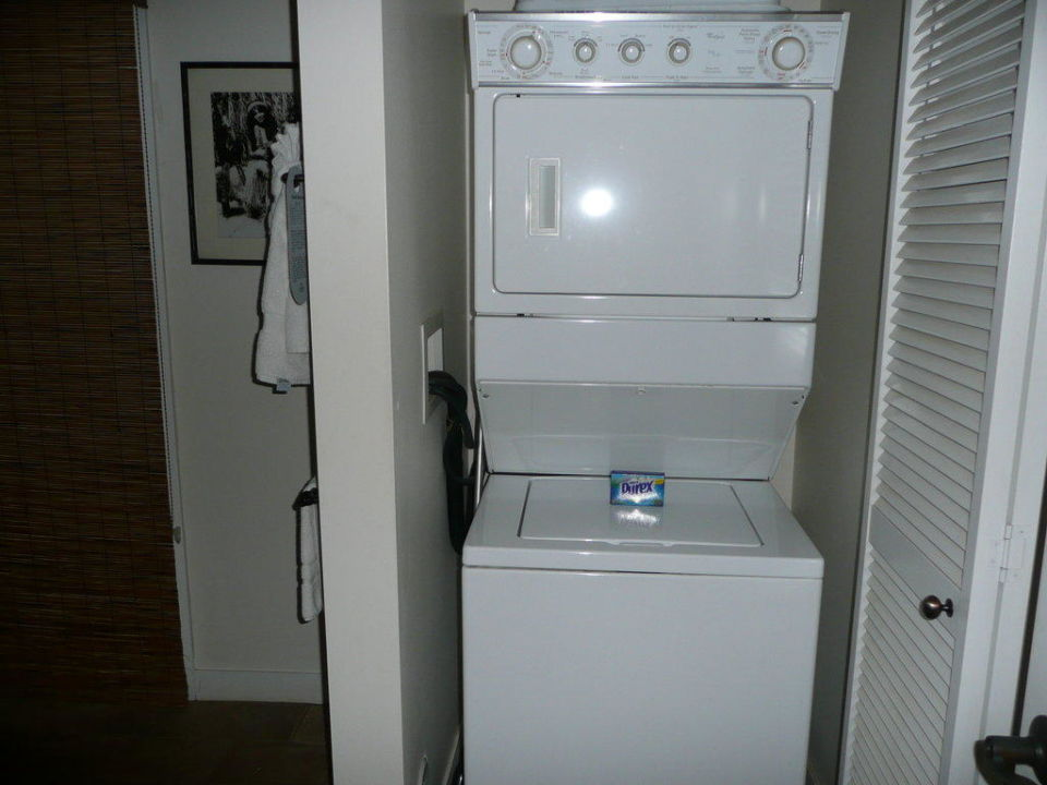 "badezimmer: waschmaschine & trockner"" hotel outrigger aina nalu, Hause ideen"