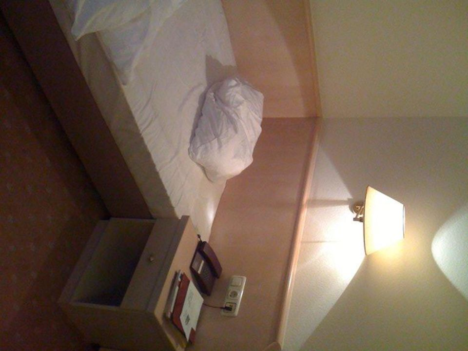 Zimmer 203 - Bett Hotel Rheinischer Hof