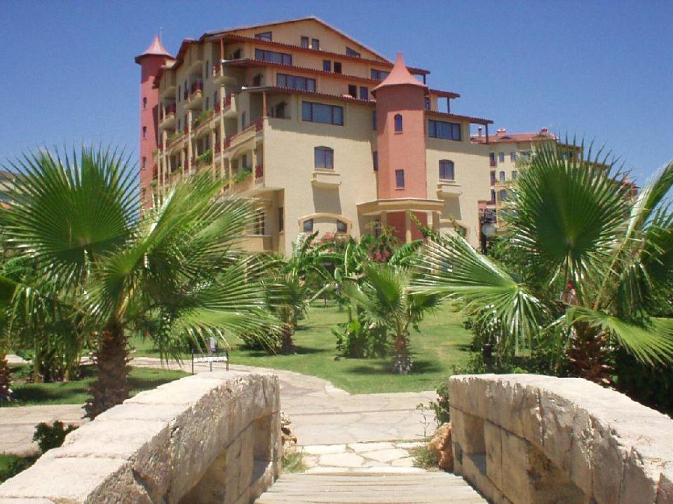 Hotelgebäude Bella Resort & Spa