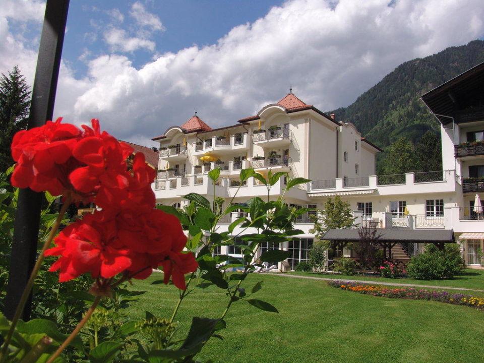 Blick von Gartenanlage zum Hotel Hotel Bismarck