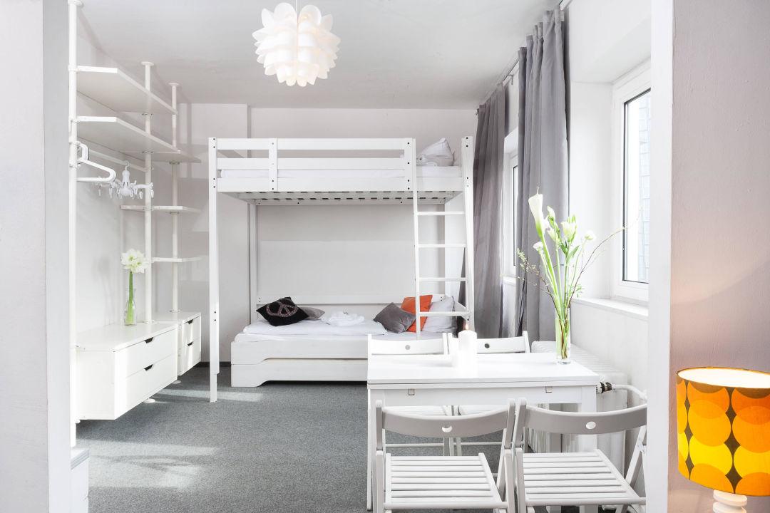 bild 2 5 liegepl tze hostel schwimmende inseln zu. Black Bedroom Furniture Sets. Home Design Ideas