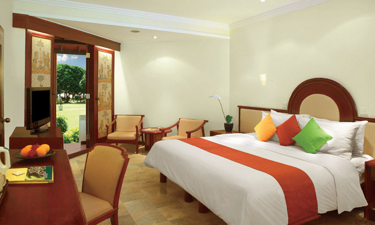 Private garden room hotel discovery kartika plaza in for Garden rooms b q