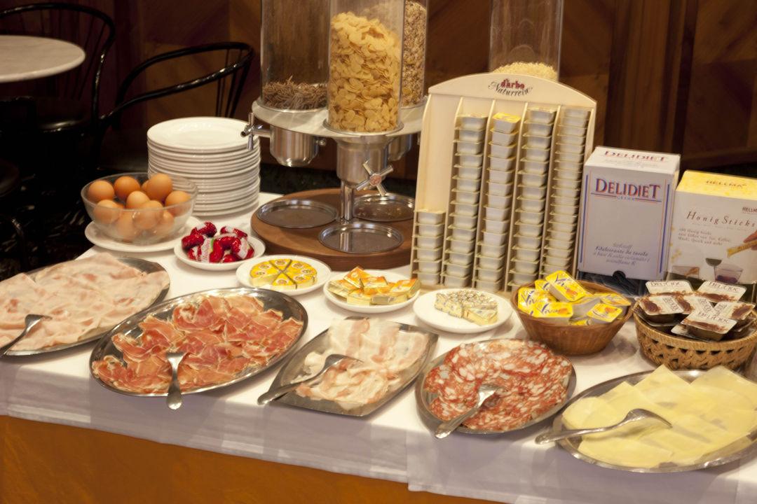 Buffet Breakfast 7 Hotel Savoia & Campana