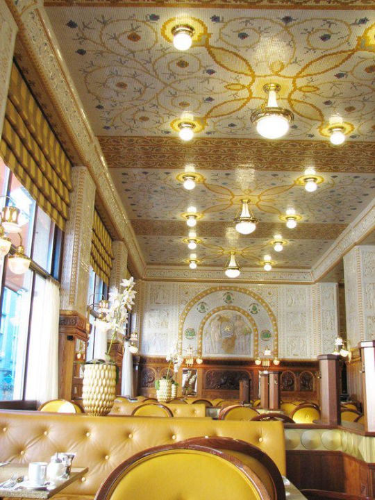 Restaurant mit Art Deco Motiven\