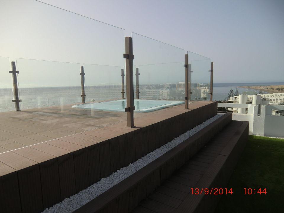 whirlpool auf der dachterrasse mit tollen ausblick hotel. Black Bedroom Furniture Sets. Home Design Ideas