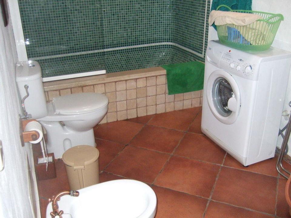 Teil des Badezimmers Hotel El Caserio de Guime