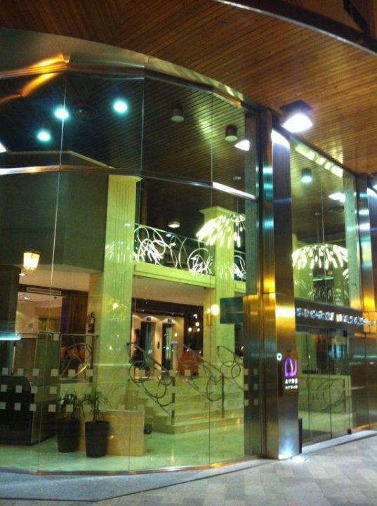 Eingang Ayre Hotel Astoria Palace