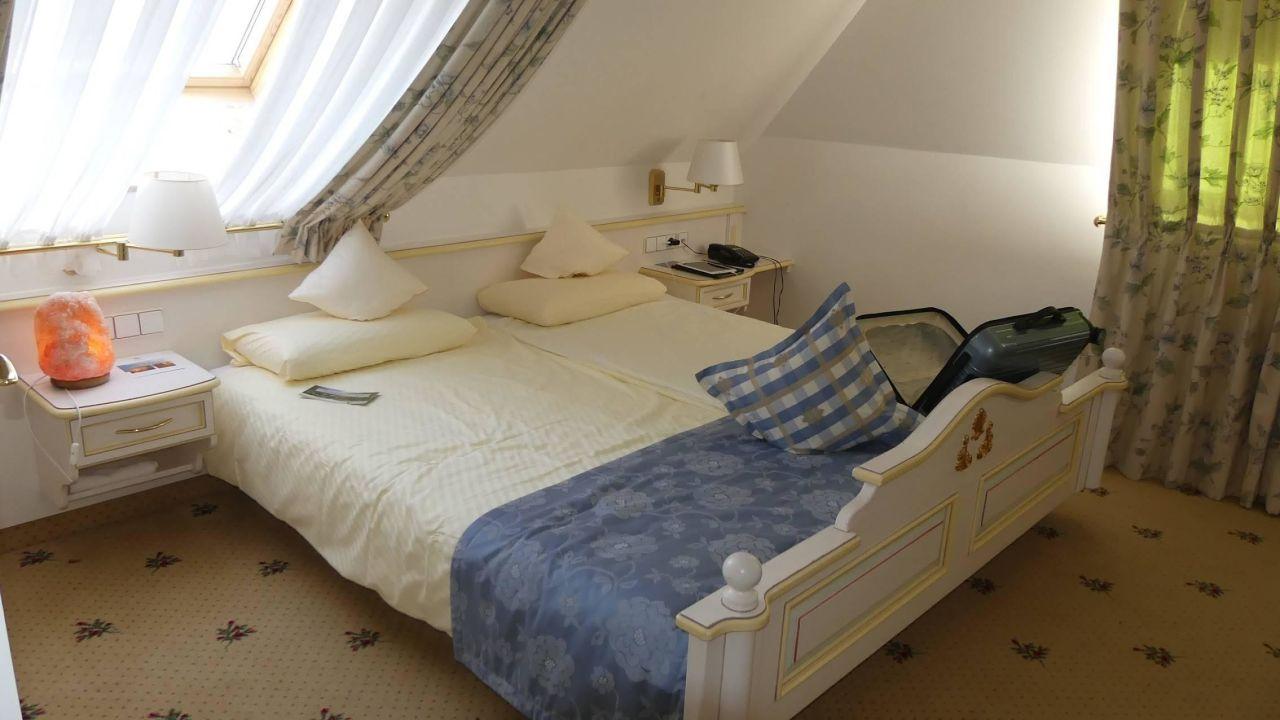 schlafzimmer wellnesshotel auerhahn schluchsee holidaycheck baden w rttemberg deutschland. Black Bedroom Furniture Sets. Home Design Ideas