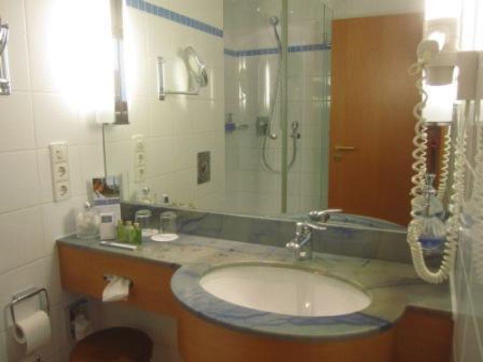 bild kleines duschbad zu hotel travel charme bernstein. Black Bedroom Furniture Sets. Home Design Ideas