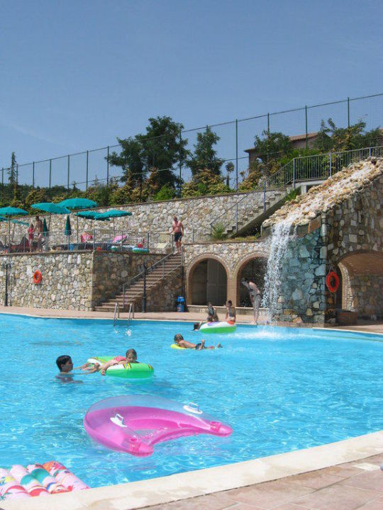 Grosser pool mit wasserfall hotel borgo san pecoraio riparbella holidaycheck toskana - Pool wasserfall ...