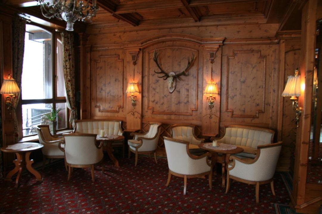 Sitzgruppe im Eingangsbereich Ringhotel Mönchs Waldhotel