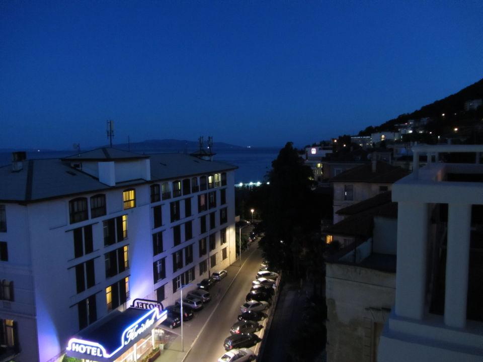 Ausblick vom Balkon bei Nacht Hotel Astoria by OHM Group