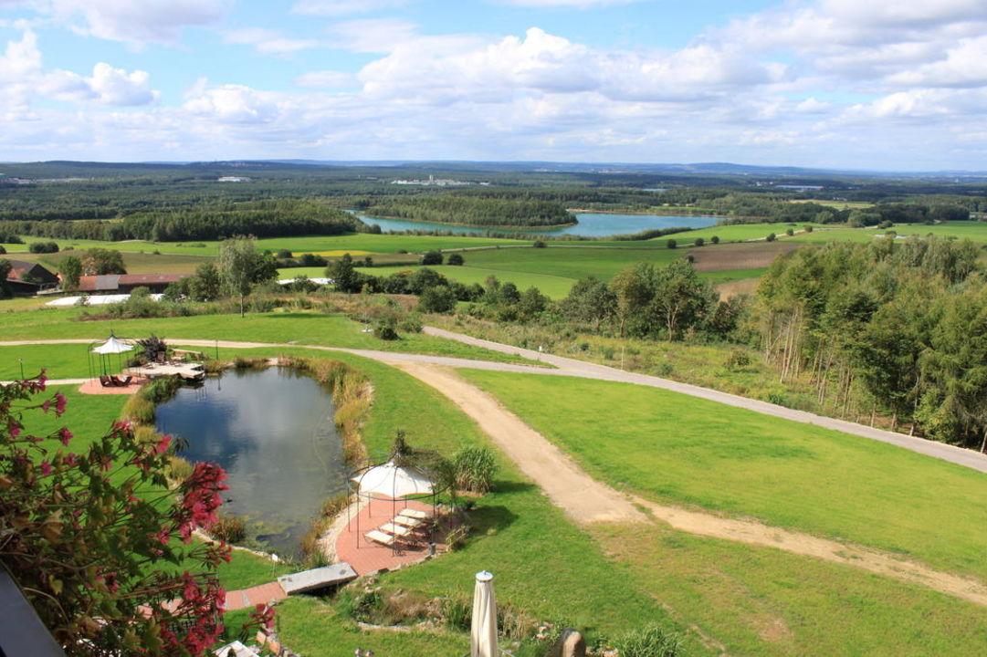Ausblick mit Garten  Landhotel Birkenhof